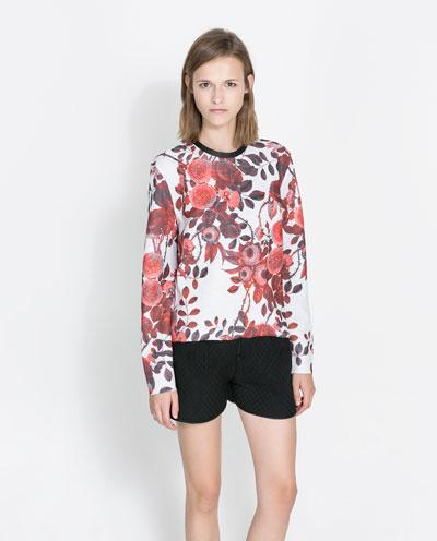 Virágos pulóver 9995 forint a Zarában.