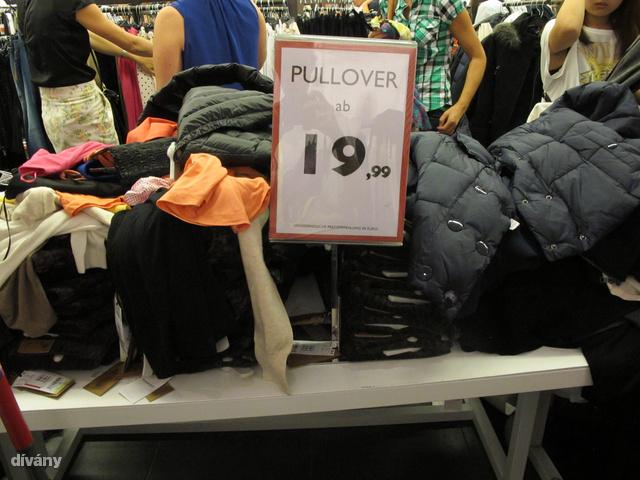 Ön mire lenne hajlandó egy 20 euróra (6000 forint) leárazott Mango pulóverért? Egy kis pogózás még belefér?