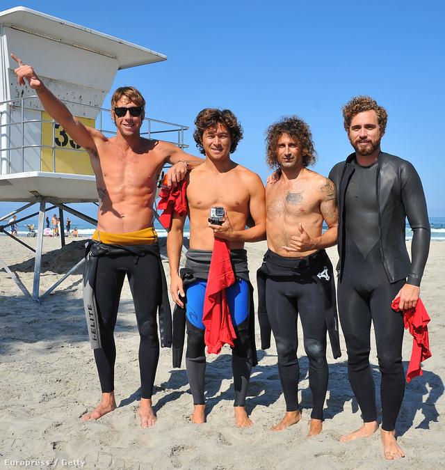 CJ Kanuha, Kalani Robb, Todd DiCiurcio és Alek Parker tanítanak a szörftáborban