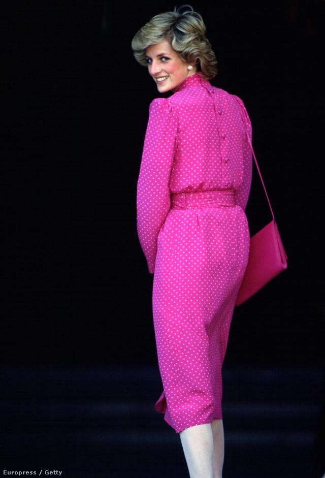 Diana hercegnő éles rózsaszín ruhában és táskával sétált Rómában 1985-ben.