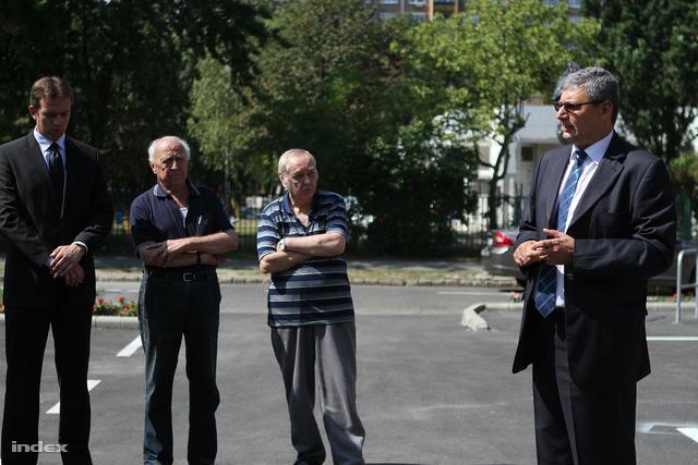 Kovács Róbert polgármester ismerteti a rendszert