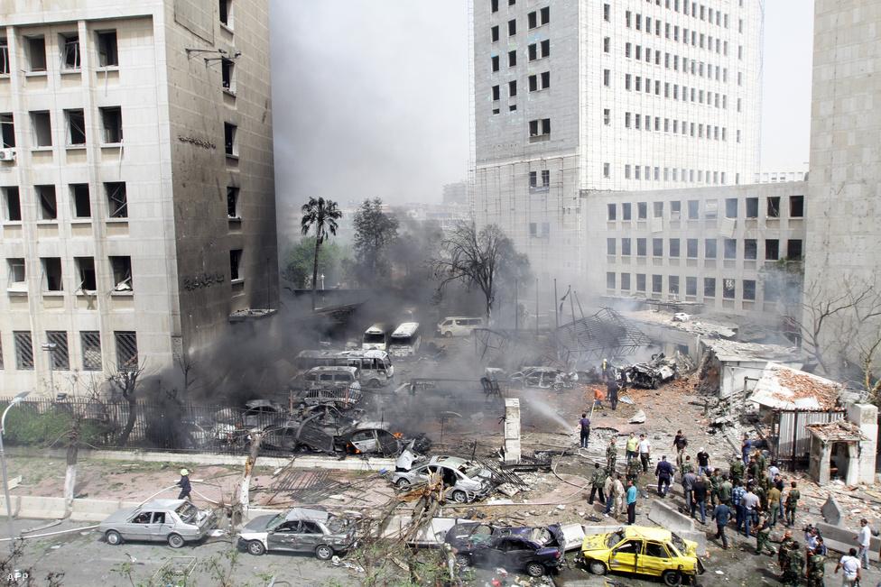 A belvárost sem kerülte el a polgárháború, 2012-ben öngyilkos merénylő robbantott bombát a pénzügyminisztérium és a központi bank épülete előtt. Egy másik robbantásban meghalt a védelmi miniszter, több fontos tanácsadó pedig megsebesült.