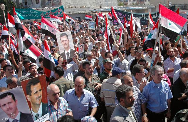 Aszad-párti tüntetés a Szíriai Nemzeti Hírügynökség (SANA) felvételén