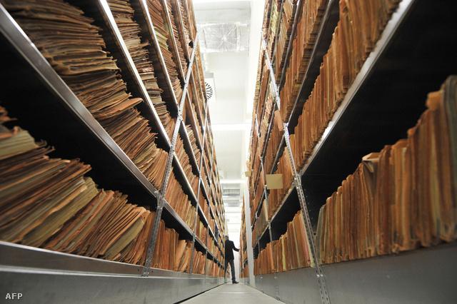 Régi iratok az egykori Stasi berlini raktárában