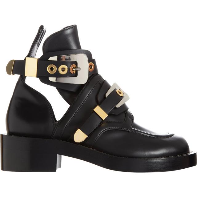 Megér 300 000 forintot egy olyan cipő, amit igazából soha nem tudunk felvenni? Van, akinek igen. (Balenciaga)