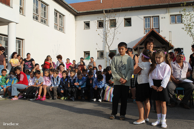 Tanévnyitó az önkormányzati iskolában (2011.)