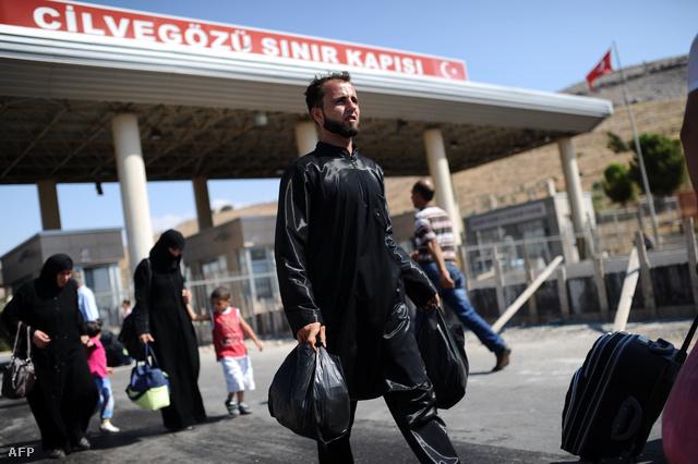 Törökországba menekülő szíriaiak