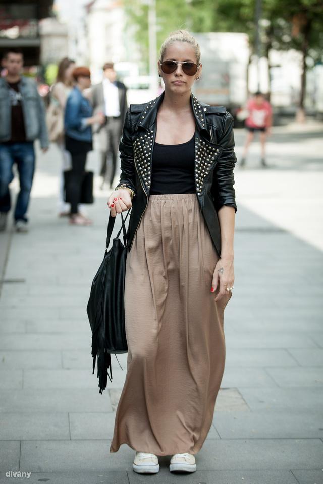 Eszter Zara szoknyában