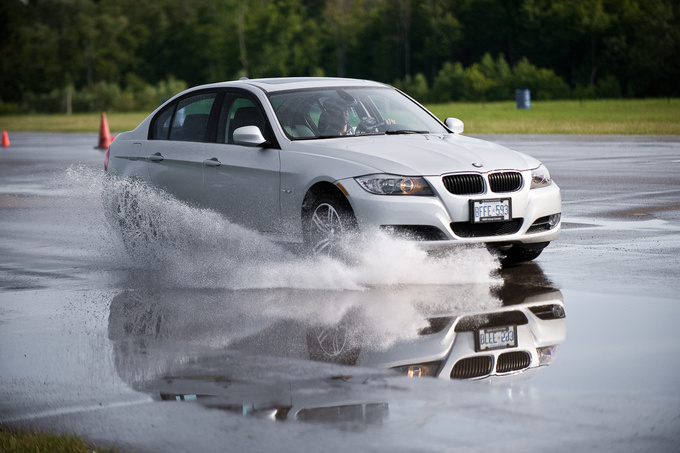 If there's a risk of aquaplaning, wide tyres won't be the best choice
