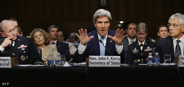 John Kerry a szenátus külügyi bizottságában, kedden