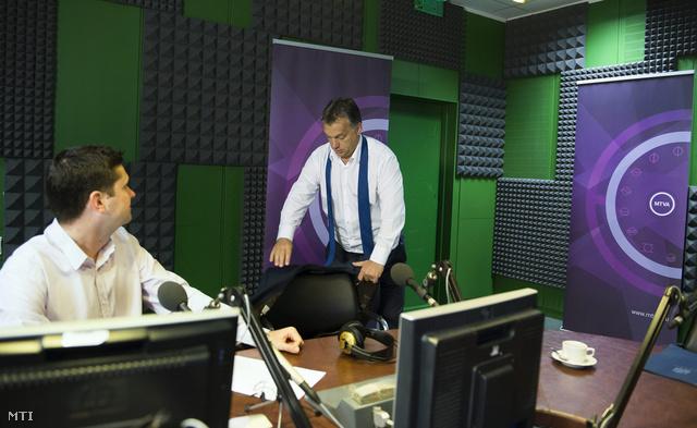 Orbán Viktor péntek reggel a Kossuth rádió stúdiójában
