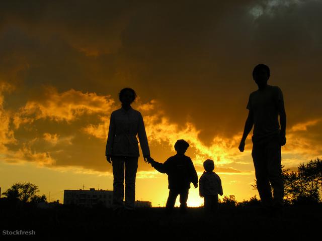 stockfresh 297911 family-of-four-sunset-3 sizeM