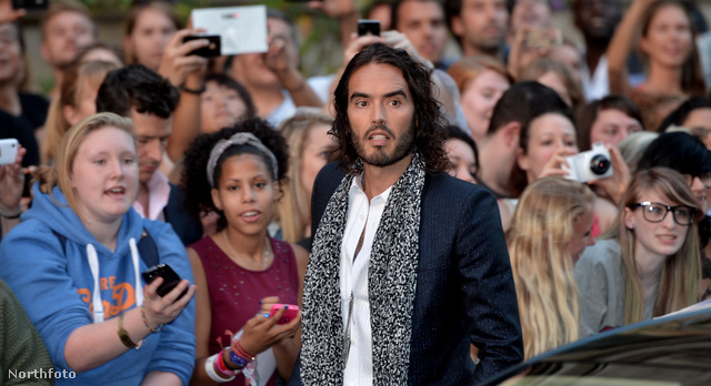 Russell Brand rossz viccel állt elő a GQ Men of the Year Awards in association with Hugo Boss című rendezvényen...