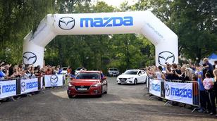 Célba ért a Mazda 3-asok konvoja