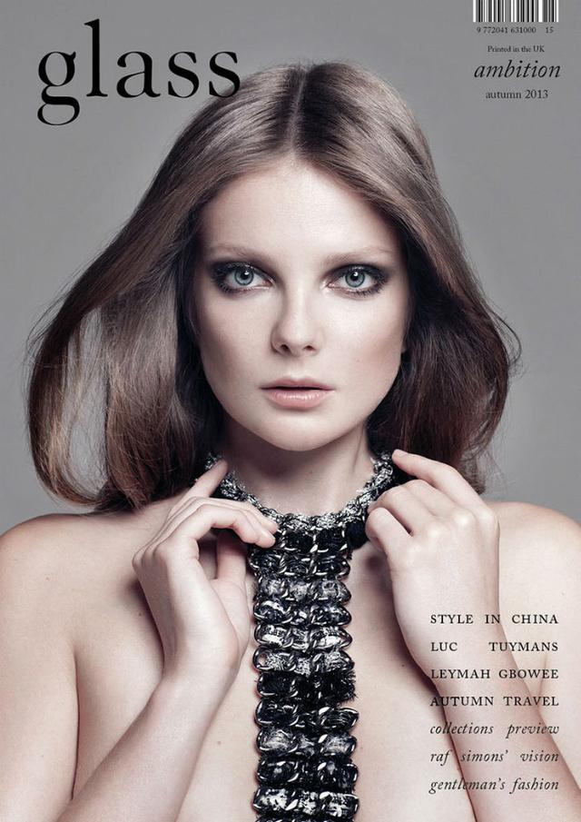 Mihalik nyakláncban a The Glass szeptemberi borítóján