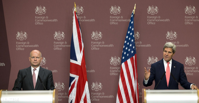 William Hague és John Kerry sajtótájékoztatója Londonban