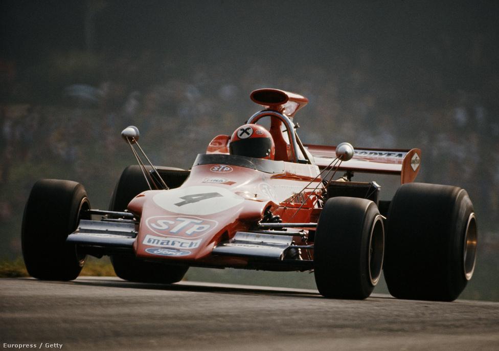 1972, Lauda a March-ban. Semmire nem ment vele, de legalább 12 futamon el tudott indulni abban a szezonban. Idény közben szállt ki a csapnivaló kocsiból. Első állandó F1-autójába, egy Marlboro-BRM-be bankkölcsönnel vásárolta be magát, de egy ötödik helynél többet nem sikerült elérnie az istállónál. Pocsék autó volt, de már Forma-1-es