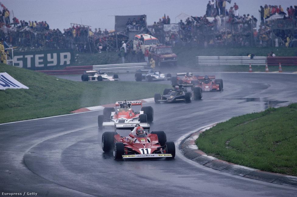 Lauda már 1977-ben, hazájában, az ausztriai Zeltwegben vezeti a mezőnyt a Ferrariban. A szezon végén újra világbajnok lett.