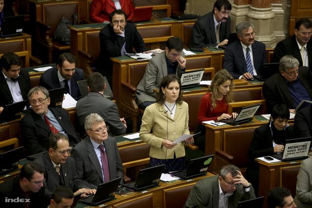 Szél Bernadett a parlamentben (2012)