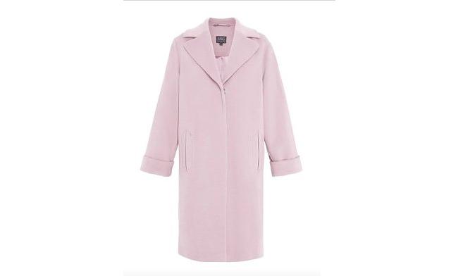 Ha rózsaszín kabátot szeretne, akkor a Daily Mail szerint a Marks & Spencer a megfelelő hely. Ár: 85 font, azaz körülbelül 30 ezer forint.