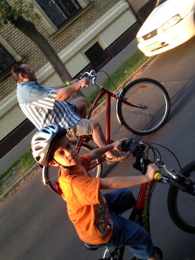 Apu is két keréken, cirka negyven év után, a régi biciklimmel