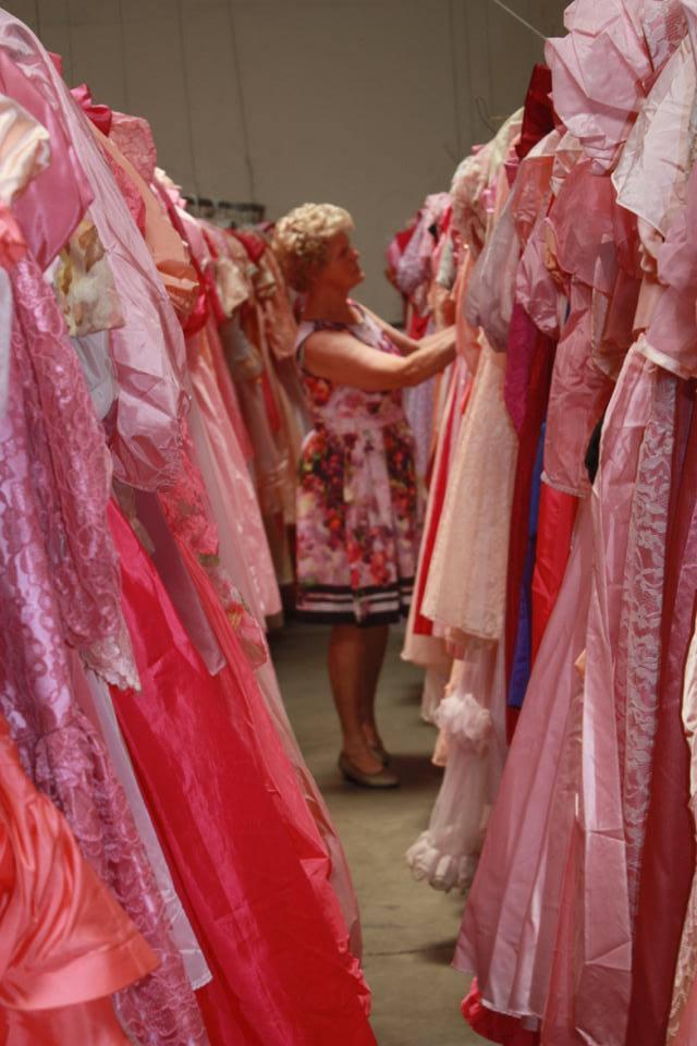 Az 55000 ruha között akad pár tucat rózsaszín darab is
