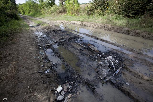 Emberi maradványokat találtak egy kiégett autóban Baranyában
