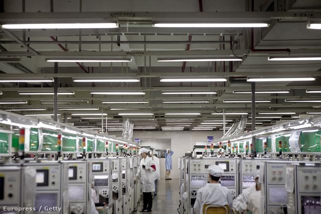 Gyártósor a Foxconn egyik csarnokában