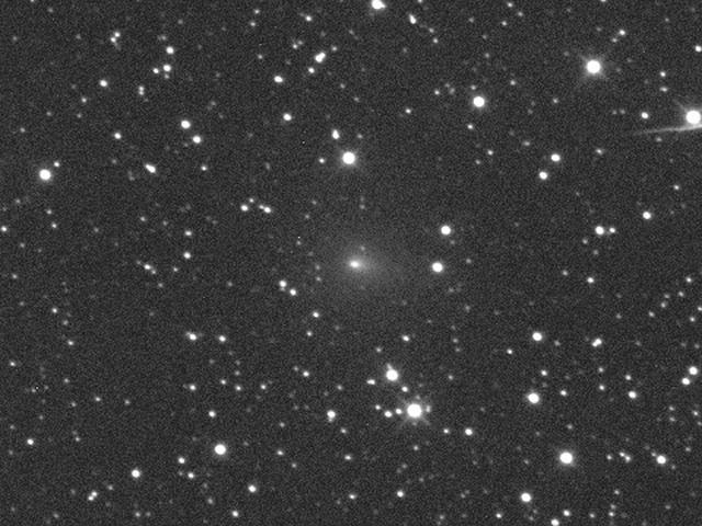 Az osztrák Michael Jäger szeptember 10-i hajnali felvétele a csóvába hajló kómát és erős központi sűrűsödést mutató üstökösről.