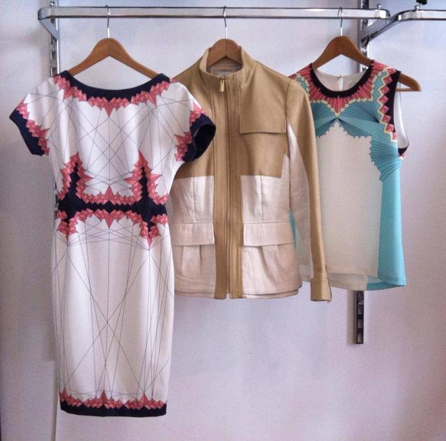 A ruha 42450, a kabát 63950, a felső 27950 forintba kerül. Féláron vannak.