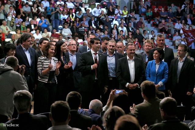 """""""Nézzenek ránk, nézzék meg jól, ez a csapat bizonyítja, hogy a párt megváltozott és lecserélődött. Ez a fiatal generáció irányítja a pártot, adjanak egy esélyt"""" (Mesterházy Attila)"""
