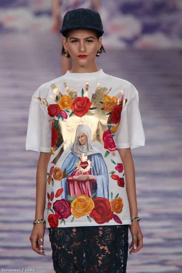 Mexikóváros ihlette póló csipkeszoknyával.