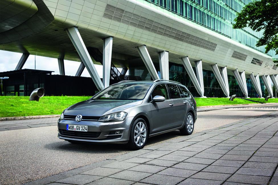 Idén tavasszal, Genfben mutatták be a hetes Golf kombit. Az új Variant minden elődjénél több csomagot nyel el, 605 literes a csomagtere. A motorkínálatot csak turbós motorok alkotják: 1,2-es, és 1,es benzines, 1,6-os és 2 literes dízel. A duplakuplungos DSG már hétfokozatú.