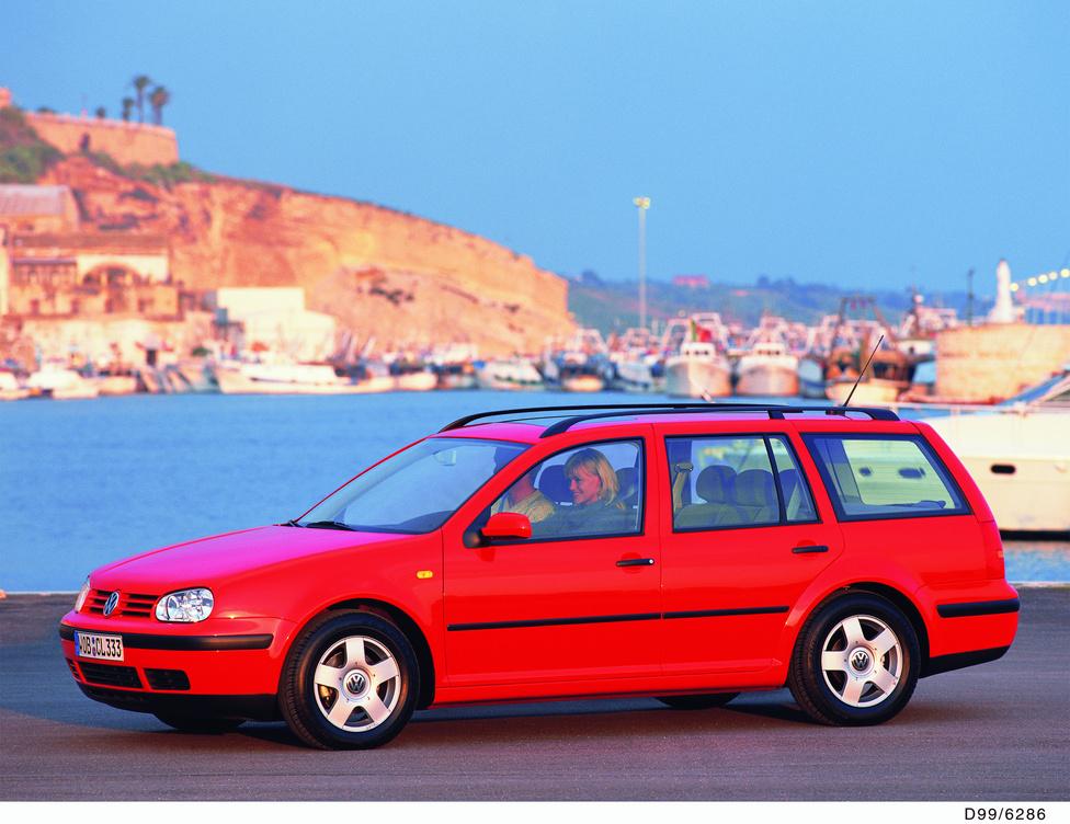 Négyes Golf Variant: 1999-től 2006-ig. Soros négyhengeres, VR5, és VR6 benzinmotorok, dízel téren megjelenik a PD, a Pumpe Düse befecskendezés. A syncrot 4motion összkerékhajtás váltja. A Bora orrával Bora Variant néven is árulják. A csomagtér szűkült: 460 liter.