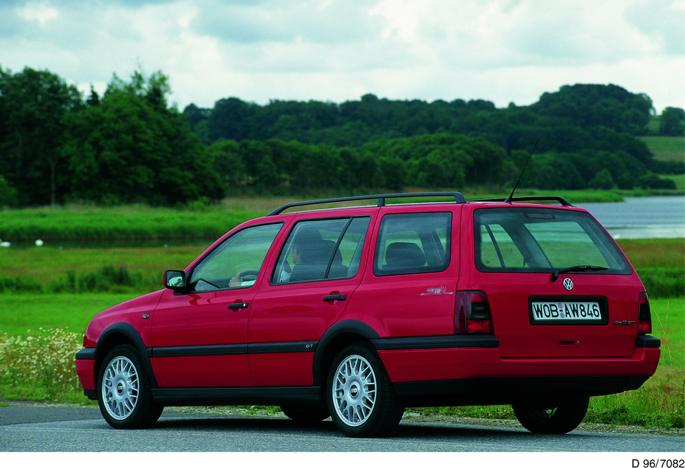 1993-tól 1999-ig gyártottak a hármas Golf kombi változatát, az első Golf Variantot. A benzinmotorok 1,4-től 2,9-ig, 60-tól 190 lóerőig terjedtek, utóbbihoz, a csúcs 2.9 VR6-hoz rendelhető volt syncro összkerékhajtás is. Dízelből csak 1,9-es volt, de az D, SDI, TD és TDI változatban is, 64-től 110 lóerőig. A lényeg, a hatalmas csomagtartó pedig 466 liter.