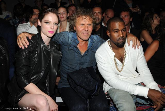 Kanye West Coco Rocha és Renzo Rosso társaságában a Diesel Black Gold bemutatón.