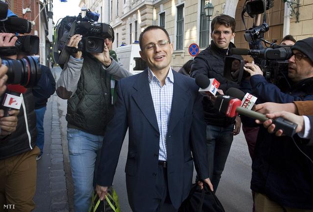 Zuschlag Jánost riporterek várták a börtön előtt