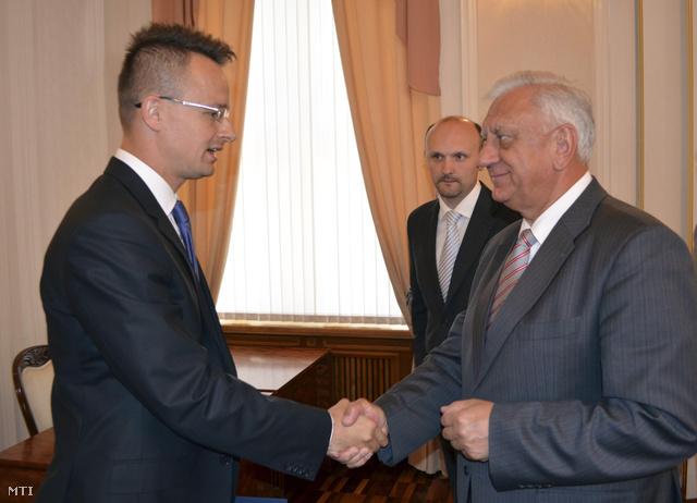 Szijjártó Péter és Mihail Mjasznyikovics fehérorosz miniszterelnök Minszkben, 2013. július 10-én