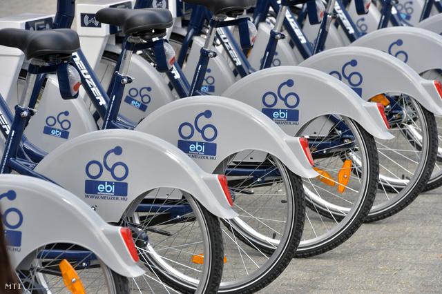 Az EBI (Esztergom Bicikli) nevű rendszer öt állomással és 50 kerékpárral indul