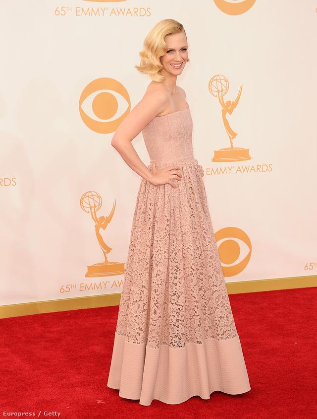"""January Jones Givenchy-ban: """"Ezt külön nekem tervezték, így egyértelmű volt, ezt választom!"""" - mondta a színésznő a vörös szőnyegen az E! Online-nak."""