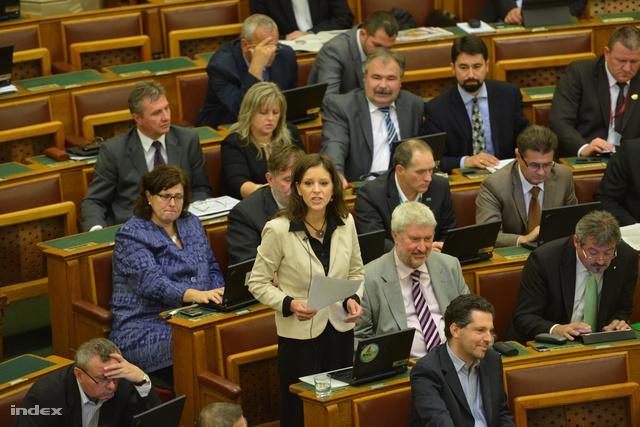 Szél Bernadett a Parlament plenáris ülésén