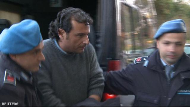 Bilincsbe verve viszik börtönbe Francesco Schettinót Grosettóban