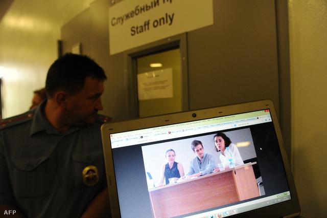 Edward Snowden június 23-án érkezett Hongkongból Moszkvába. Augusztus elsején kapott ideiglenes menedékjogot Oroszországban.