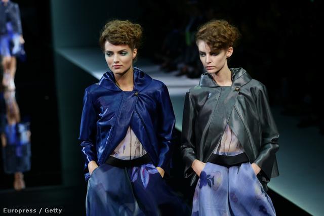 A tervező nem szerette volna  ruhákba lógó frizurákkal elvonni a figyelmet a kollekcióról.