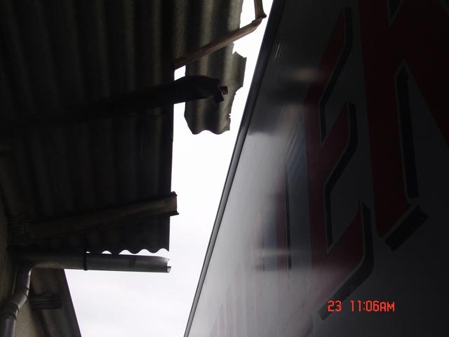 Leszakított tető