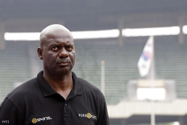Ben Johnson a szöuli Olimpiai Stadionban 2013. szeptember 24-én. Az 51 éves sportember ezúttal doppingellenes kampányban vesz részt pontosan 25 évvel a lebukása után.