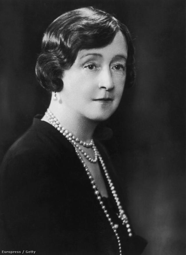 A szakmai körökben csak Lucile-nek becézett designer már a század elején együttműködött olyan csomagküldő áruházakkal, mint a Sears vagy a Roebuck & Co.