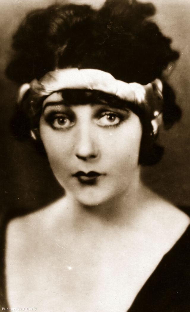 Barbara LaMarr színésznő tuberkulózisban halt meg 29 éves korában.