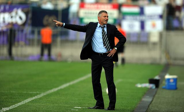 Détári az FTC vezetőedzőjeként a labdarúgó OTP Bank Liga 4. fordulójának Újpest FC – Ferencváros találkozóján