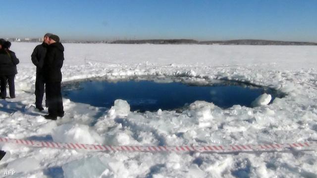 A meteorit 6 méter átmérőjű lyukat ütött a Cserbakul-tó jegén februárban